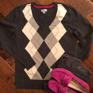 Izod v-neck argyle sweater